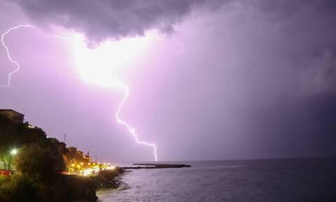 Έκτακτο δελτίο ΕΜΥ: Ιούλιος με καταιγίδες και χαλάζι - Πού θα είναι έντονα τα φαινόμενα