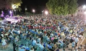 Κορονοϊός: «Βούλιαξε» η Αλίαρτος από το γλέντι - Εικόνες συνωστισμού παρουσία βουλευτών