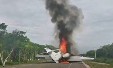 Μεξικό: Ένα αεροπλάνο στις φλόγες κι εκατοντάδες κιλά κοκαΐνη στο δρόμο (vid)