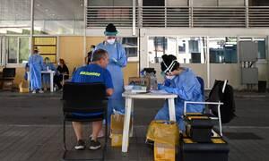 Κορονοϊός: Τα εισαγόμενα κρούσματα, τα πανηγύρια και η «κερκόπορτα» των συνόρων