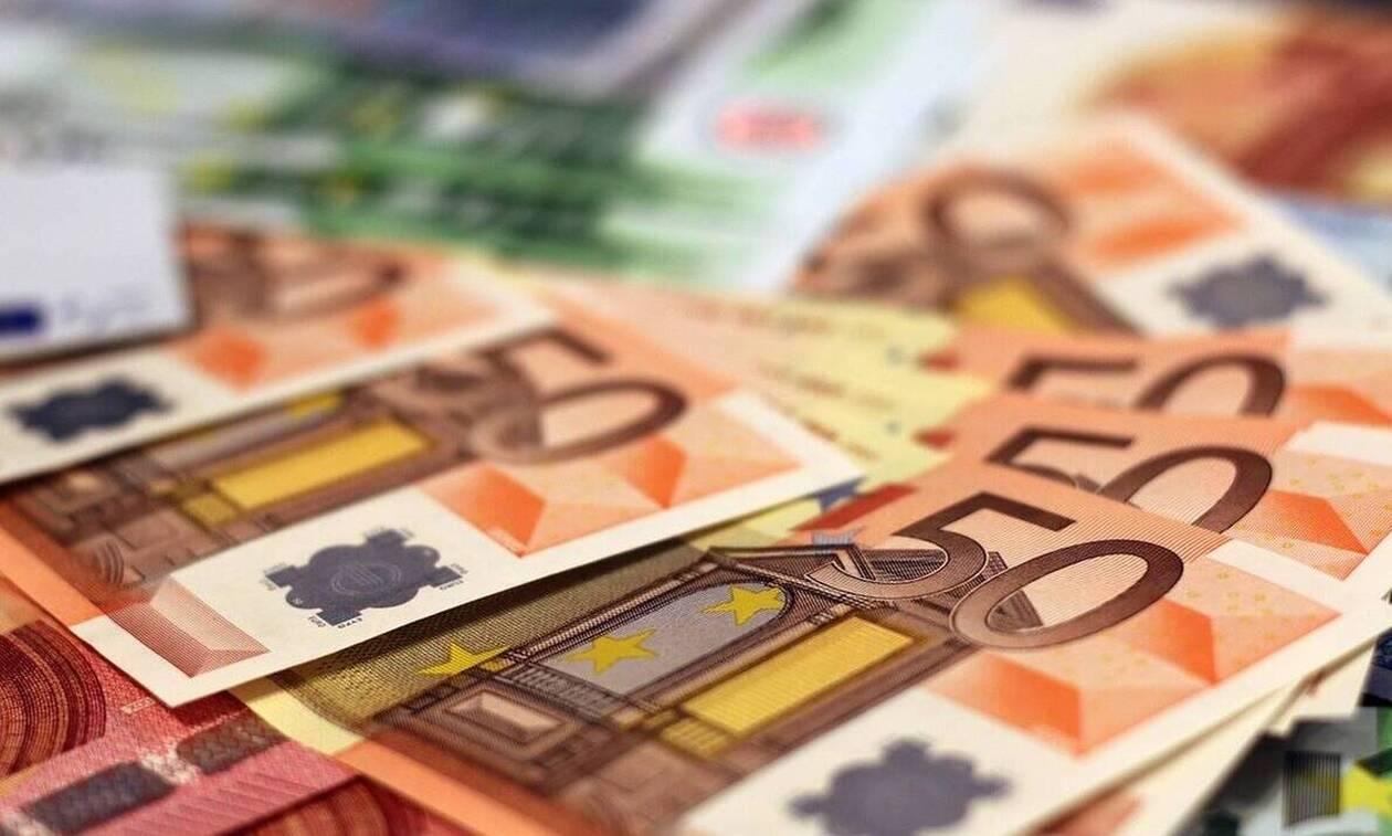ΟΠΕΚΑ: «Βρέχει» χρήματα - Δείτε πότε πληρώνονται τα επιδόματα