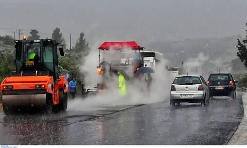 Κακοκαιρία: Τεράστιος βράχος έπεσε στην Εθνική Οδό Λαμίας - Καρπενησίου