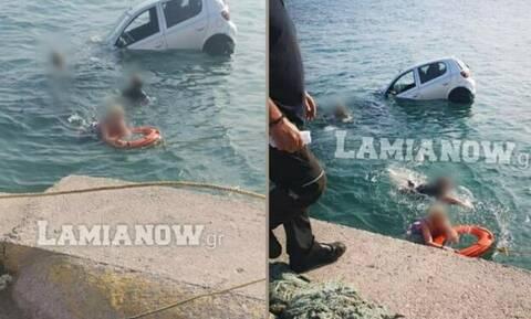 Φθιώτιδα: Πήγαν να μπουν στο πλοίο και βρέθηκαν με το αμάξι στη θάλασσα