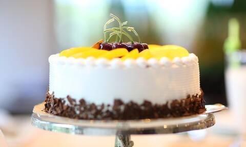 Τέσσερις σπιτικές τούρτες γενεθλίων που μπορείτε να φτιάξετε κι εσείς