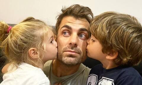 Στέλιος Χανταμπάκης: Στη θάλασσα με τα παιδιά του - Δείτε υπέροχες φώτο