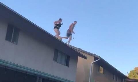 Γυναίκα χτύπησε σε υπόστεγο όταν βούτηξε από οροφή στην πισίνα (pics+vid)