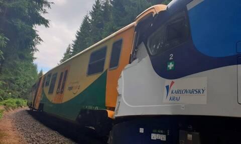 Τραγωδία στην Τσεχία: Τουλάχιστον 2 νεκροί από τη σύγκρουση τρένων (vid)