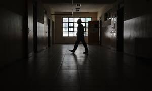 Ηλιούπολη: Τι πρόδωσε τη σχέση του καθηγητή με την 14χρονη