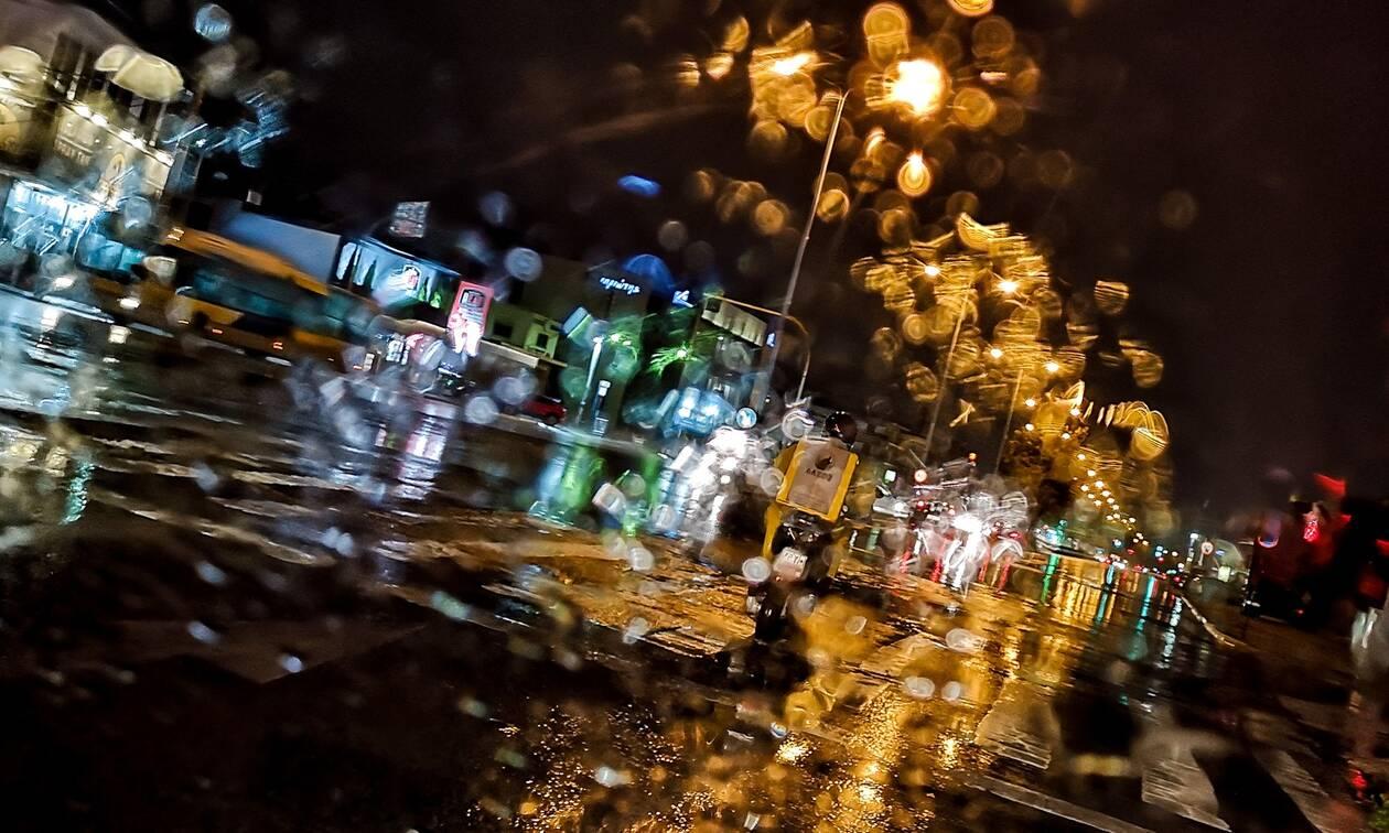 Χαλκιδική: Οδηγός εγκλωβίστηκε στο αυτοκίνητό του λόγω πλημμύρας