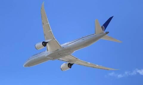 Τρόμος στον αέρα: Ράγισε το παράθυρο του πιλοτήριου σε Βοeing 737