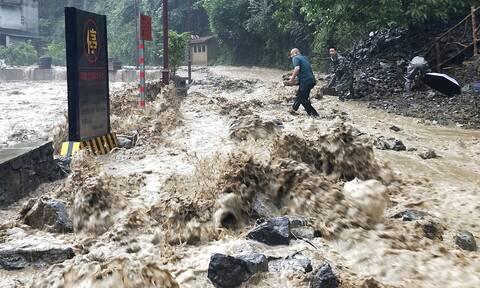 Κίνα: Εννέα άνθρωποι θάφτηκαν ζωντανοί κάτω από λάσπη (vids)