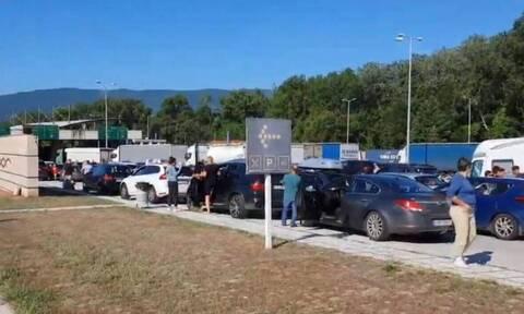 Εντατικοί έλεγχοι στον Προμαχώνα: Ουρές αυτοκινήτων με τουρίστες στα σύνορα