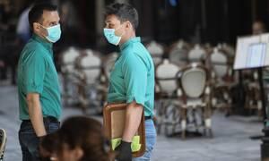 Κορονοϊός: Καταργείται το όριο έξι ατόμων στα τραπέζια και η μάσκα στα εμπορικά