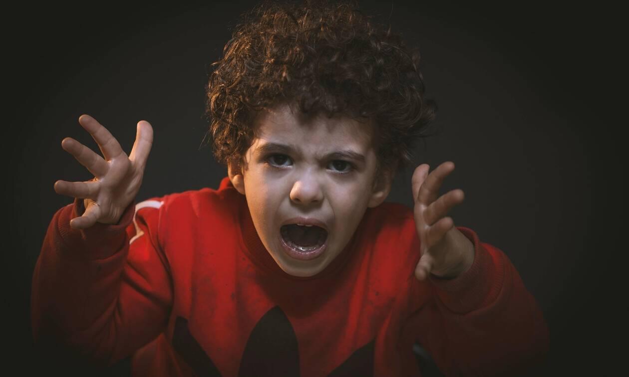 Τι να κάνετε όταν το παιδί σας μιλάει χυδαία και άσχημα