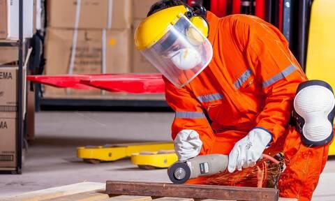 ΓΣΕΕ: Τα μέτρα προστασίας που πρέπει ληφθούν από τους εργαζόμενους λόγω ζέστης