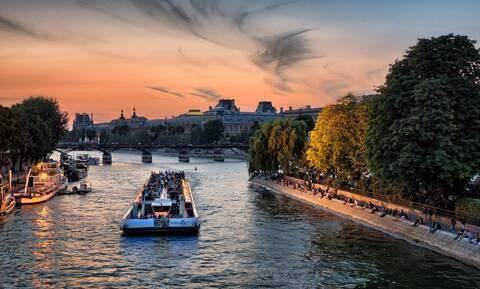 Το πιο ρομαντικό πλωτό σινεμά θα το βρεις στο Παρίσι