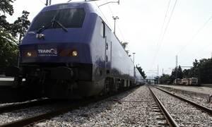 Επιβάτης τρένου ξυλοκόπησε υπάλληλο της ΤΡΑΙΝΟΣΕ επειδή του ζήτησε να φορέσει μάσκα