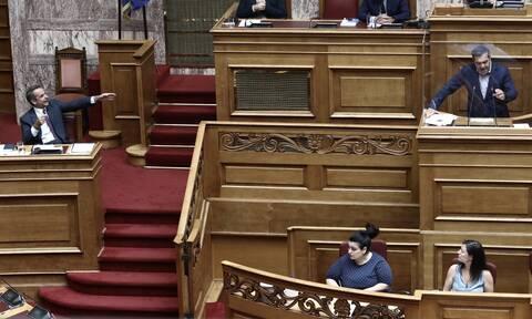 Διαδηλώσεις: Άγρια κόντρα Μητσοτάκη-Τσίπρα στη Βουλή - «Φασισμός η τυφλή βία»