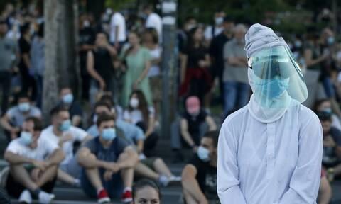 Κορονοϊός στη Σερβία: Καθιστική διαμαρτυρία στο Βελιγράδι