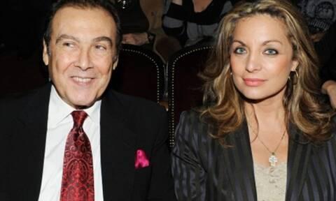 Τόλης Βοσκόπουλος: Αγνώριστος ο τραγουδιστής - Φωτογραφία με τη σύζυγό του