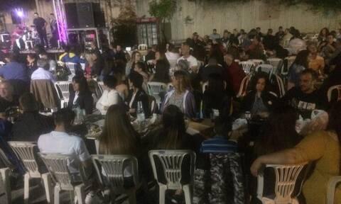 «Χαμός» σε πανηγύρι στην Κοζάνη - Γλέντι και χορός χωρίς αποστάσεις (pics)