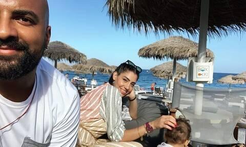 Ησαΐας Ματιάμπα: Δείτε τον να παίζει στην πισίνα με τον γιο του