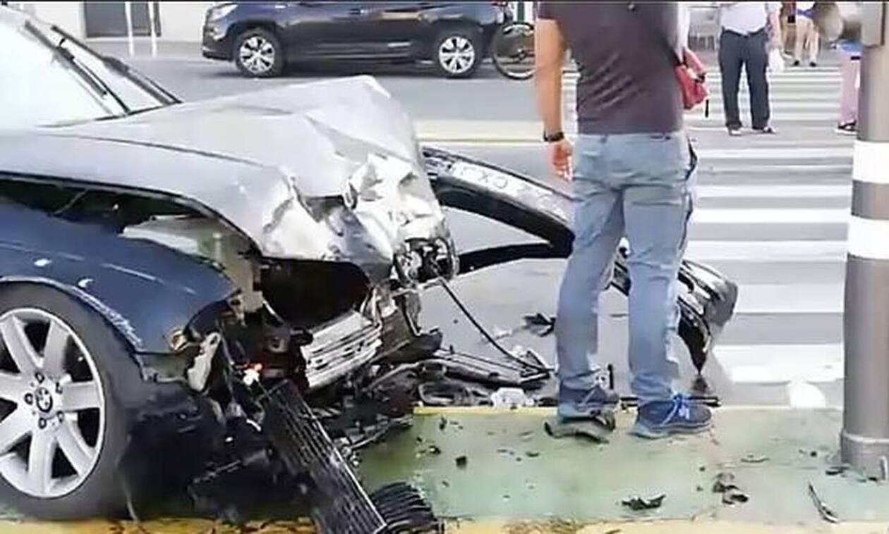 Γυναίκα τράκαρε αλλά βγήκε από το αμάξι και χόρευε (vid)