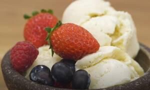 Άκης Πετρετζίκης: Το σπιτικό παγωτό φράουλα του Άκη