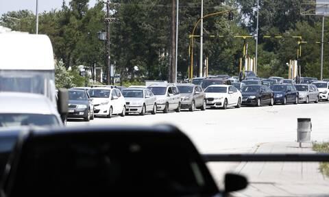 Προμαχώνας: Τεράστιες ουρές αυτοκινήτων και τεστ για κορονοϊό (pics&vids)