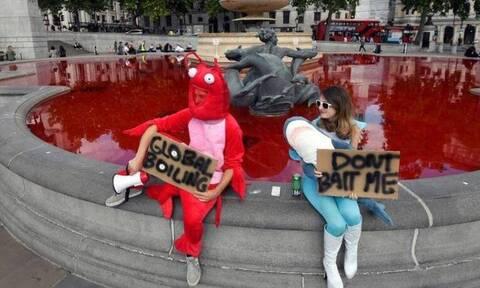 Λονδίνο: Τα σιντριβάνια «βάφτηκαν» με αίμα - Συγκλονιστικές εικόνες