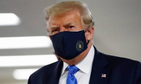 Κορονοϊός: Ο Ντόναλντ Τραμπ εθεάθη για πρώτη φορά με προστατευτική μάσκα