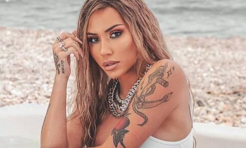 Ελληνίδα τραγουδίστρια δείχνει τα… πλούσια προσόντα της στο Instagram (photos)