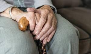 Ηλικιωμένη παρίστανε την τυφλή και πήρε επιδόματα 1.100.000 ευρώ!