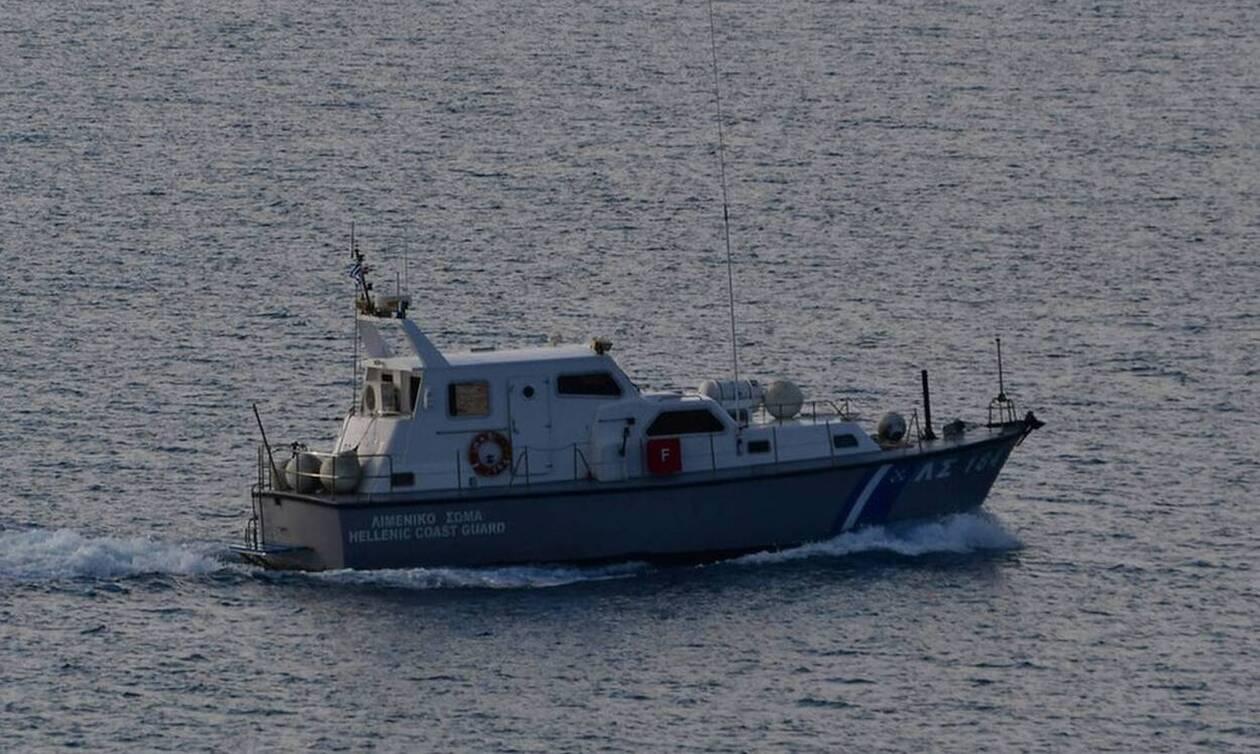 Συναγερμός στο Λιμενικό: Ανετράπη σκάφος με επτά επιβαίνοντες στην Κορινθία