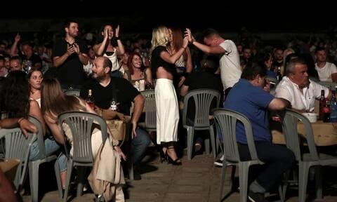 Κορονοϊός: Τα πανηγύρια τρομάζουν τους ειδικούς - Ανοιχτό το ενδεχόμενο απαγόρευσης
