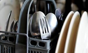 Το απόλυτο μυστικό για να έχεις πάντα καθαρά πιάτα και ποτήρια