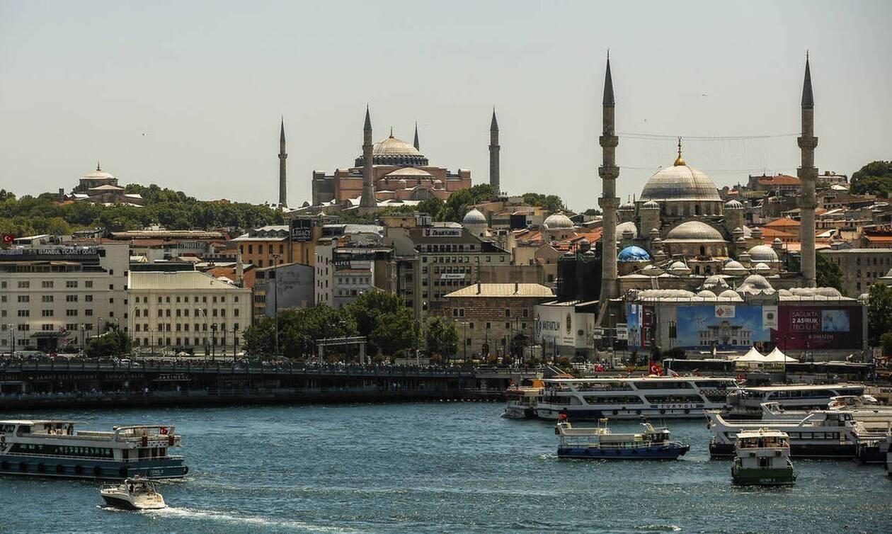 Αγία Σοφία: Οι Τούρκοι ετοιμάζουν φιέστα - Οι τοιχογραφίες και τα κόκκινα χαλιά