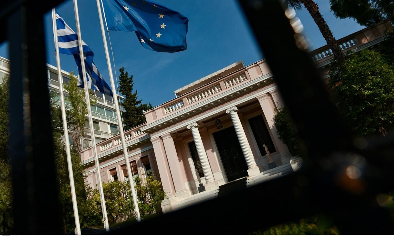 Κορονοϊός: Σύσκεψη στο Μαξίμου - Ο Μητσοτάκης αποφασίζει για lockdown και πανηγύρια