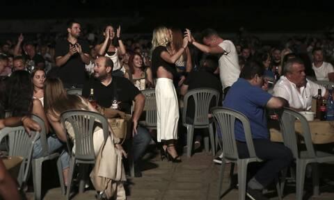 Πέτσας: Εξετάζεται η απαγόρευση των πανηγυριών - Αποφασίζουν οι επιδημιολόγοι