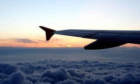 Χαμός σε πτήση: Έπιασε... βροχή μέσα στο αεροπλάνο (pics)