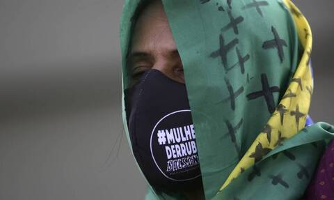 Βραζιλία: Δείτε τι φόρεσε ζευγάρι για να μην κολλήσει κορονοϊό (pics)