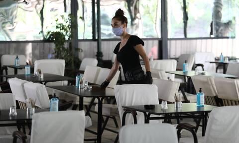 Κορονοϊός - Λοιμωξιολόγοι: Υποχρεωτική χρήση μάσκας σε όλους τους κλειστούς χώρους