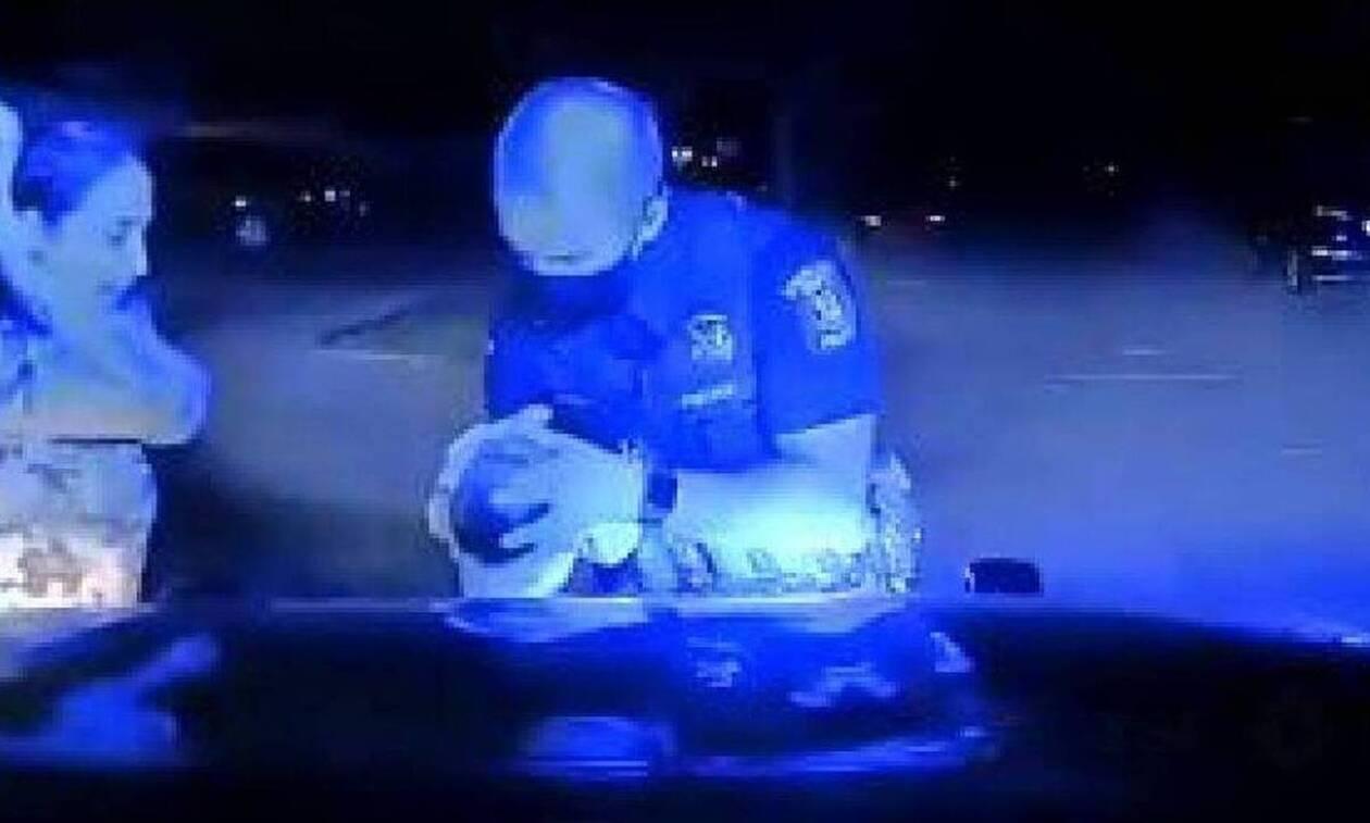 Συγκλονιστικό βίντεο: Αστυνομικός σώζει βρέφος από πνιγμό (vid)