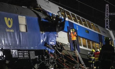 Σύγκρουση τρένων στην Πράγα: Δεκάδες τραυματίες και πληροφορίες για νεκρό