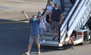 Κορονοϊός: Σαρωτικοί έλεγχοι στους Βρετανούς τουρίστες – Έκτακτη σύσκεψη στο Μαξίμου