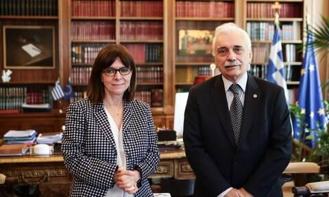 Συνάντηση του προέδρου του Ελληνικού Ερυθρού Σταυρού με την Πρόεδρο της Δημοκρατίας