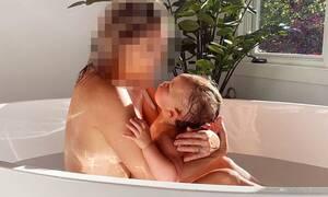 Πασίγνωστη ηθοποιός φωτογραφίζεται στη μπανιέρα με τη 2χρονη κόρη της