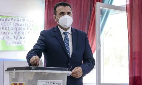 Εκλογές στα Σκόπια: Οριακό προβάδισμα για τον Ζόραν Ζάεφ