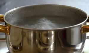 Φρίκη: Γονείς έβρασαν με καυτό νερό τον 5χρονο γιο τους