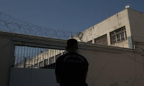 Νέα έρευνα στις φυλακές Κορυδαλλού: Μαχαίρια, ναρκωτικά και κινητά τηλέφωνα σε κελιά (pics)